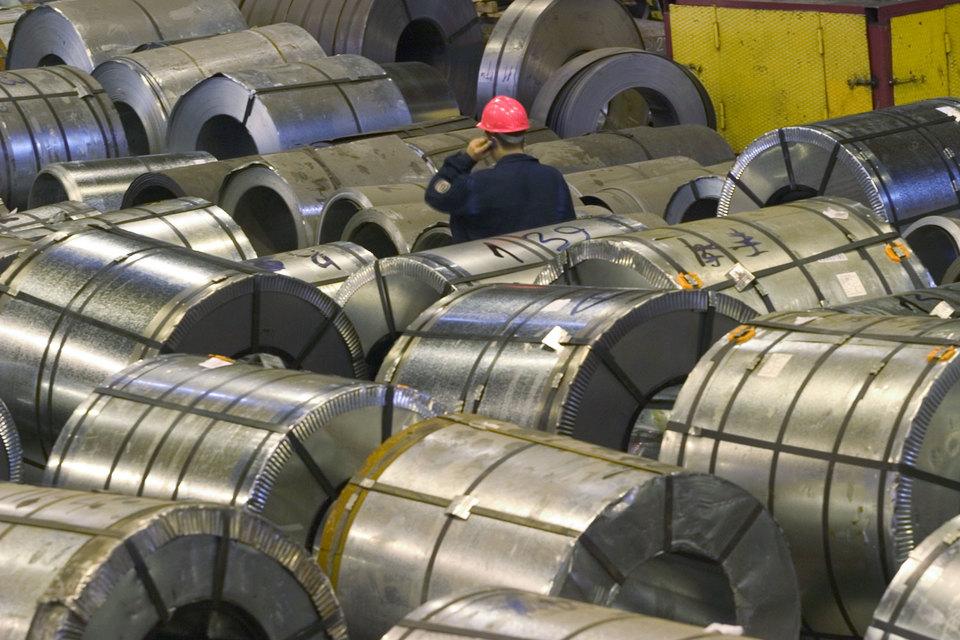 Российские цены на сталь должны снизиться как минимум на 10%, учитывая спред с экспортными поставками, прогнозирует БКС