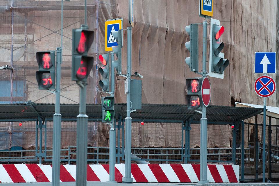 ФАС беспокоится, что если закупать так элементы обустройства дорог (светофоры, дорожные знаки, парковки), то их можно будет объединять в один лот, что снизит конкуренцию на торгах