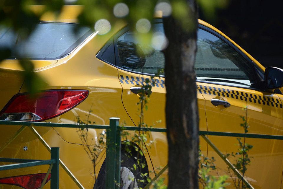 Поправки ко второму чтению запретят сервисам такси работать с водителями без лицензии