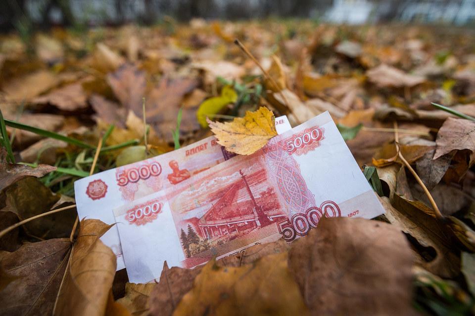 Удешевлению рубля способствует падение цены на нефть