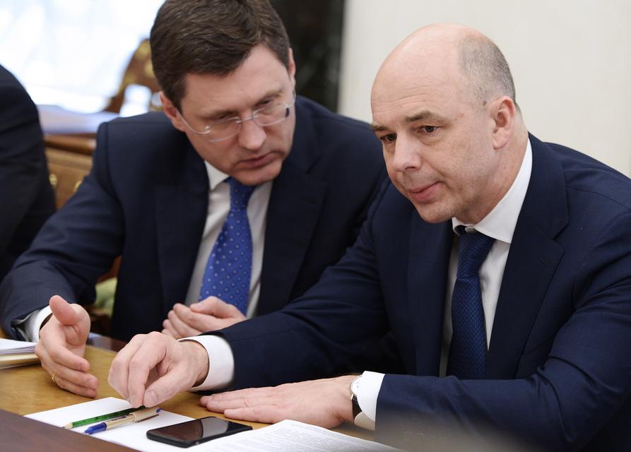 Министр энергетики Александр Новак (слева) и министр финансов Антон Силуанов