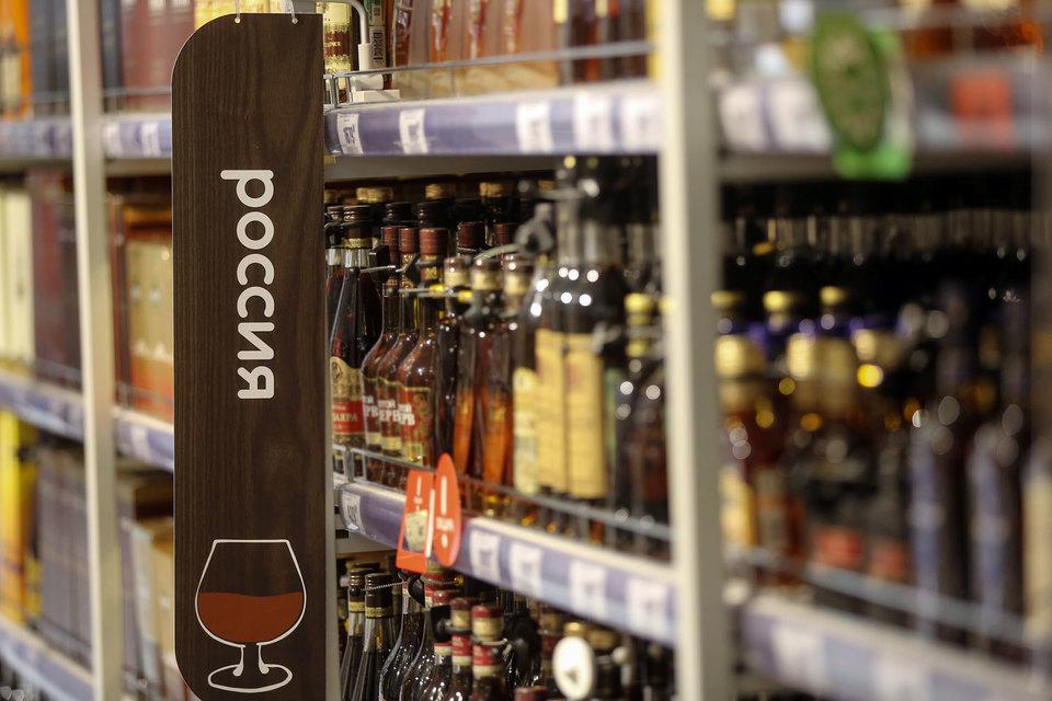 Согласно отчету, спиртные напитки входят в список часто похищаемых товаров в России