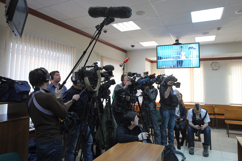 В каждом сизо Москвы есть 1–2 зала, оборудованных системой видеоконференцсвязи, что позволяет проводить заседания без доставки обвиняемых в суд