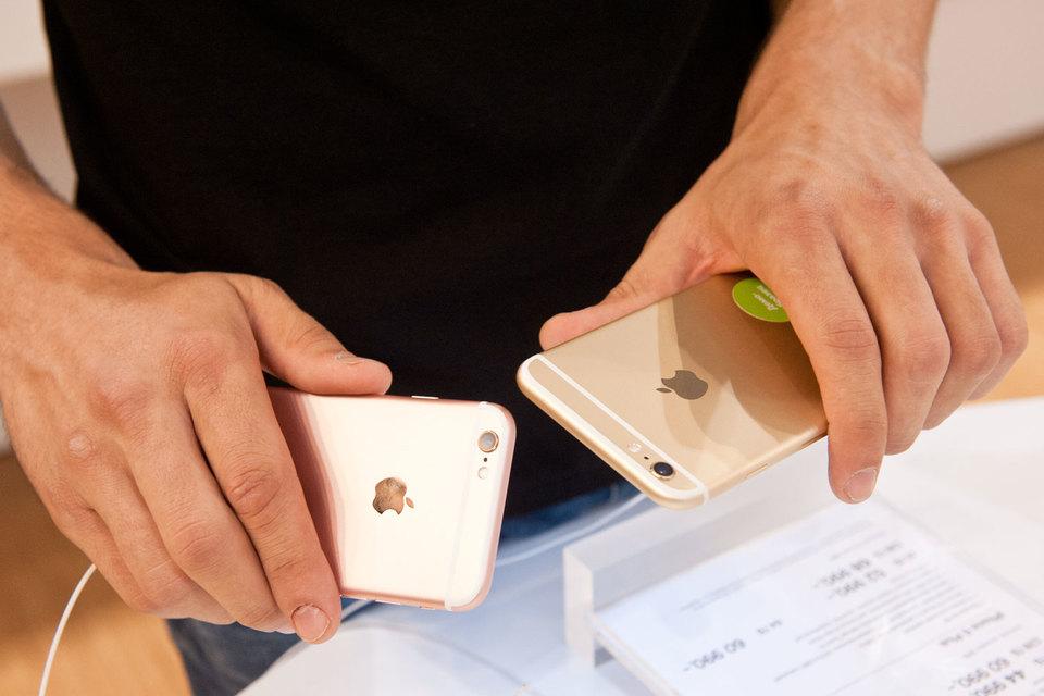 Большинство существующих сервисов позволяют пользователям расплатиться друг с другом через специальное приложение на их смартфонах