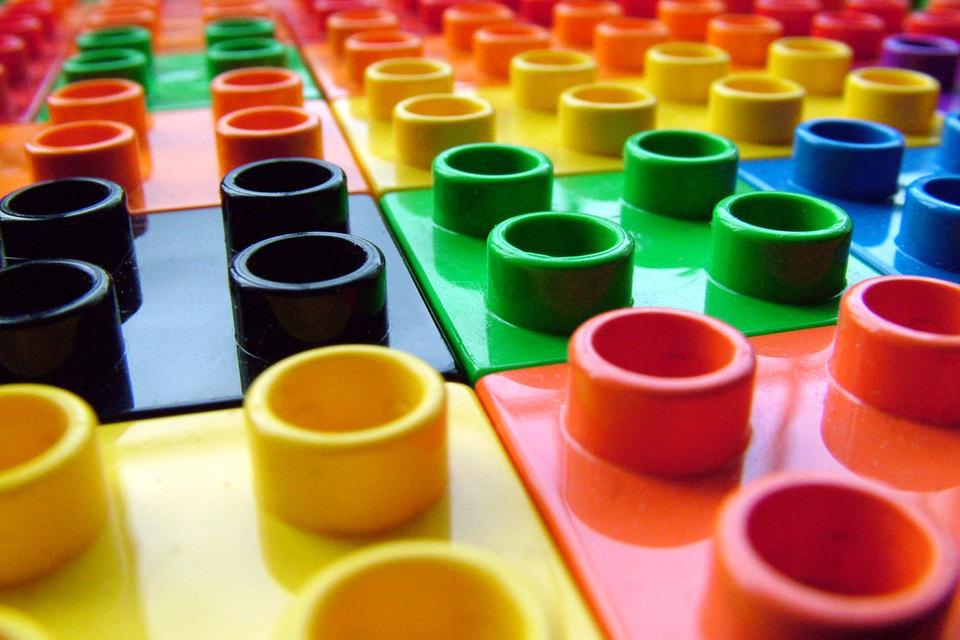 Ажиотажный спрос в 2015 г. вызван ростом популярности бренда Lego из-за вышедшего в прошлом году «Лего. Фильма» и нескольких тематических видеоигр