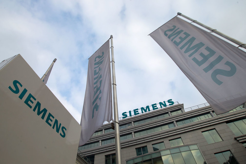 Компания сообщила, что намерена за три года выкупить акции на сумму до 3 млрд евро