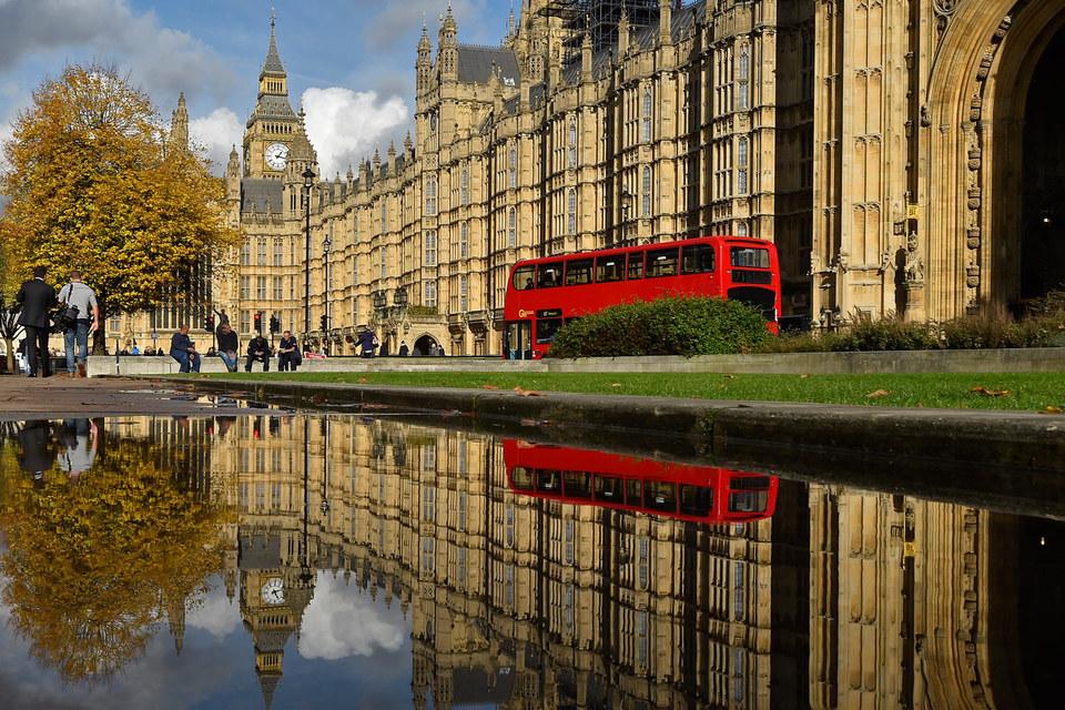 Британские парламентарии рассматривают вопрос о переезде из Вестминстерского дворца на время ремонта