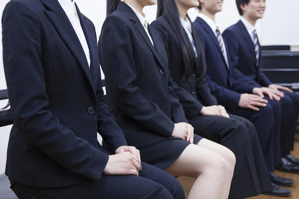 Все больше работодателей осознают, что, когда население сокращается, восполнить нехватку рабочих рук можно, нанимая женщин