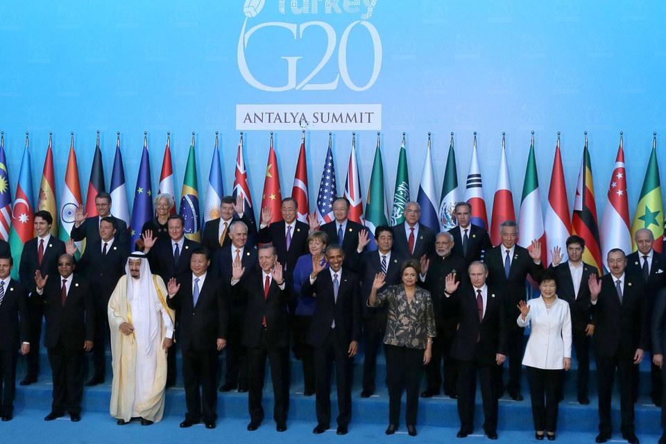 На церемонии «семейного фото» Путин оказался рядом с президентами Бразилии, Южной Кореи и премьером Индии