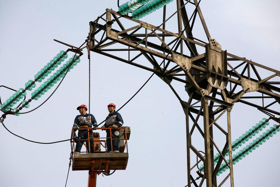 Интернет-кабели в деревни предполагалось проводить по линиям электропередачи