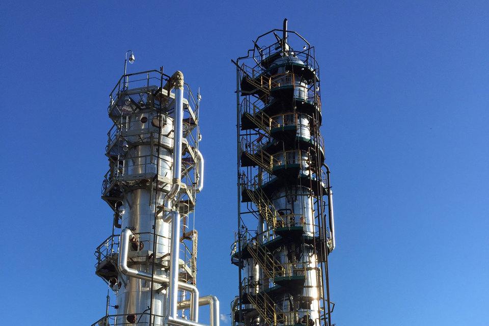 ЯНПЗ - первый нефтеперерабатывающий завод в России среди ныне действующих, основанный в 1879 г.