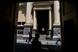 Полиция обыскала центробанк Аргентины