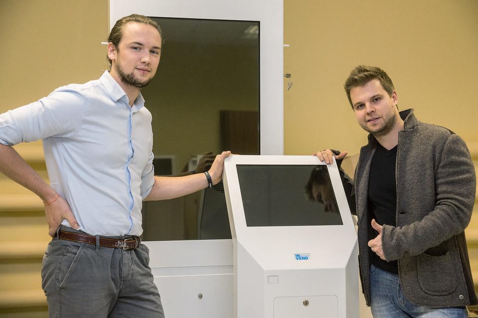 Виктор Зубик (на фото слева) и Никита Сизиков надеются на заказы от частного бизнеса