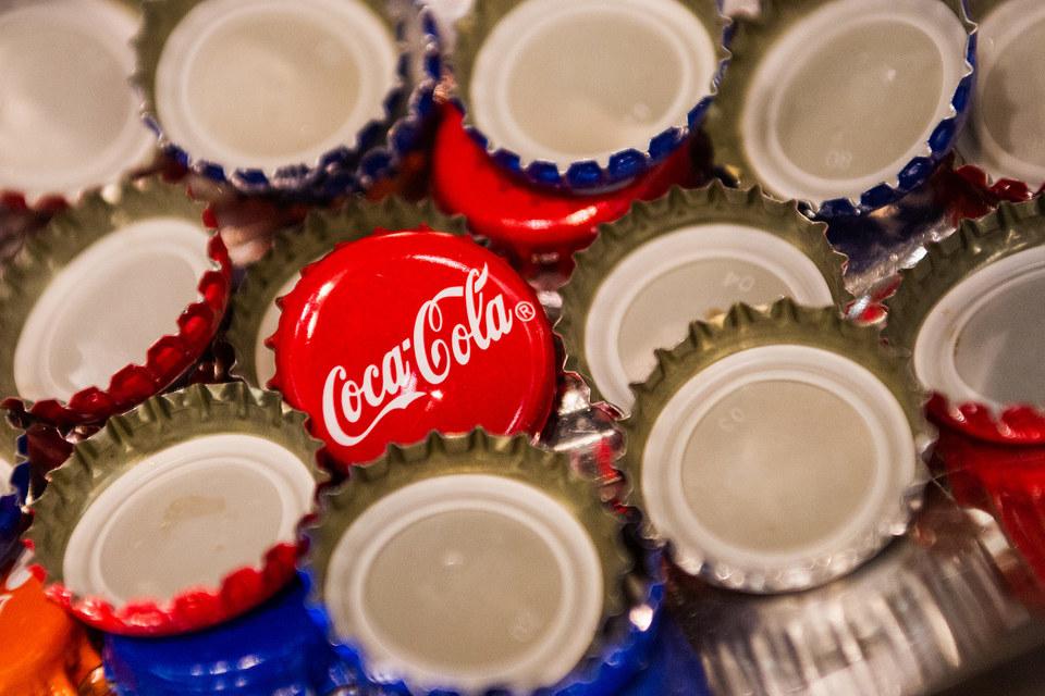 Потребители в США стали пить меньше колы и переходят на бутылки поменьше