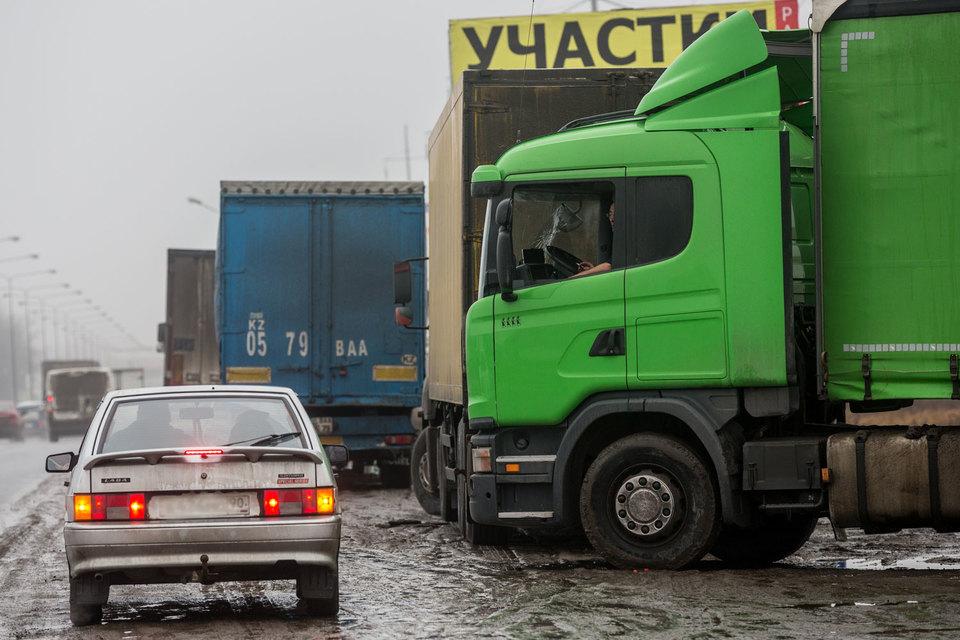 Плата за проезд грузовиков массой более 12 т введена с 15 ноября