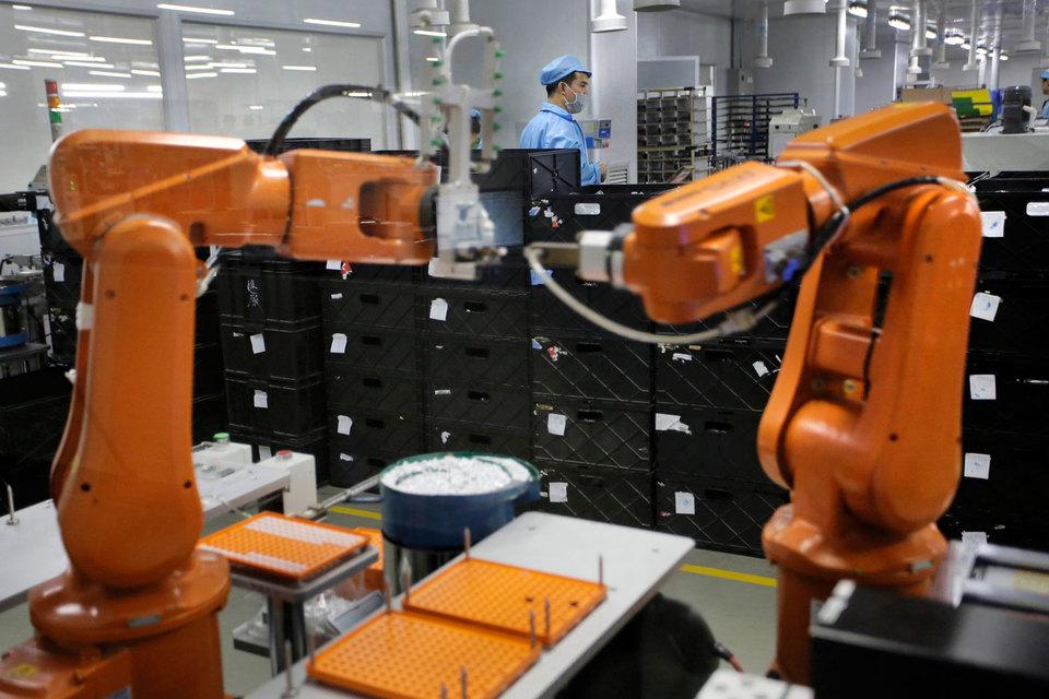 Мировые бренды приспосабливаются к новым реалиям и развитию технологий, которые заменяют рабочих на фабриках