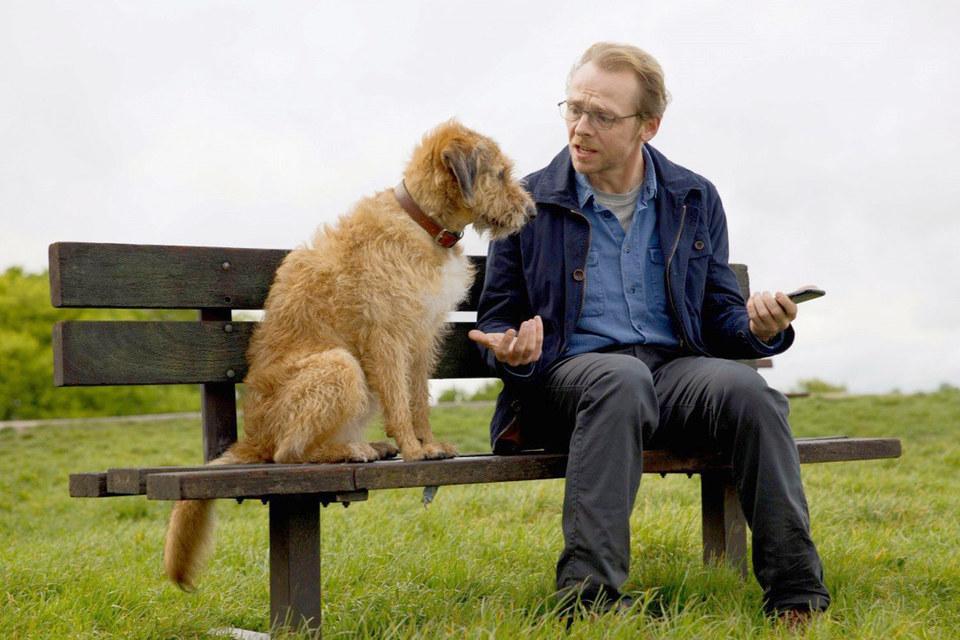 В оригинале пес разговаривает с Саймоном Пеггом голосом Робина Уильямса, но у нас его, конечно, дублировали