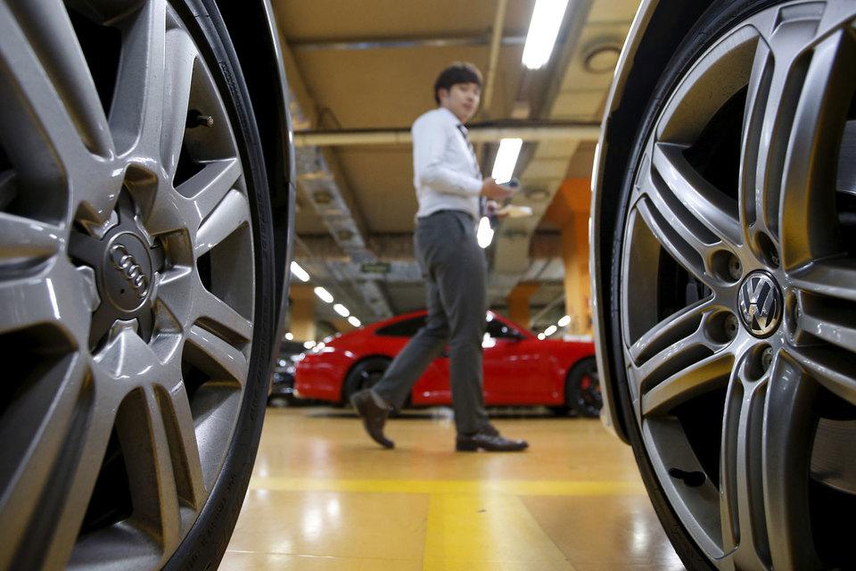 В четверг южнокорейские власти потребовали от Volkswagen отзвать более 125 000 машин с дизельными двигателями и оштрафовали компанию на $12 млн