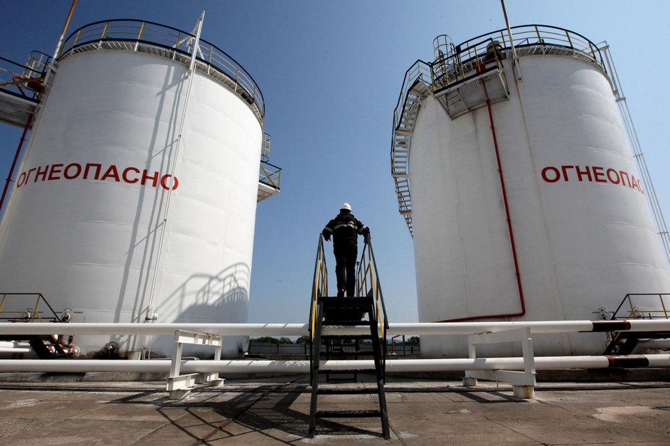 На балансе в России около 29 млрд т извлекаемых запасов нефти по категориям АBC1 + C2, из них в разработку введено около 55%