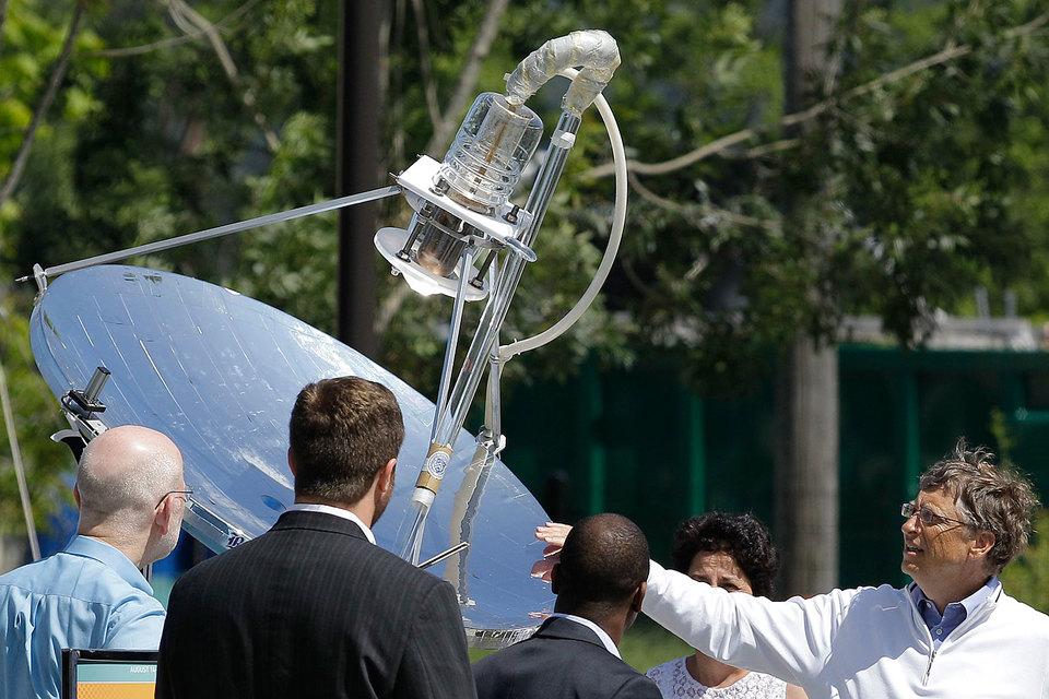 Билл Гейтс (справа), Марк Цукерберг, Джефф Безос, Джек Ма, Ричард Брэнсон и другие поборются с ископаемым топливом
