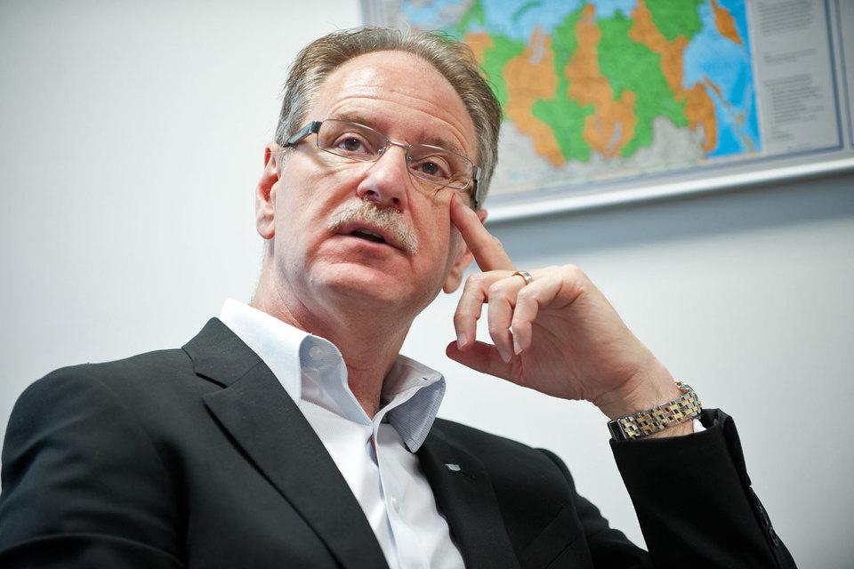 Президент Cadillac, исполнительный вице-президент GM Йохан де Найсен