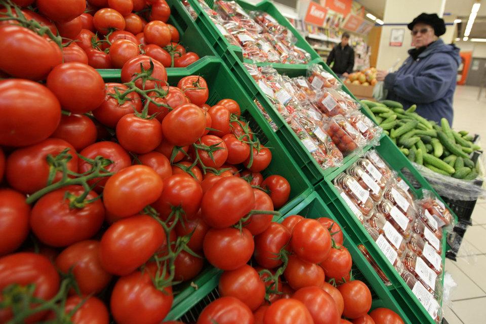 Речь идет о двух основных группах. Первая – это овощи, включая и томаты и другие виды овощей. А вторая – это фрукты