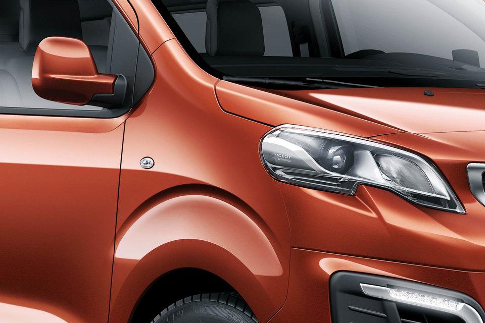 Минивэны Citroën Spacetourer, Peugeot Traveller (на фото) и Toyota Proace имеют общие технические характеристики, двигатели и оборудование, но различаются дизайном