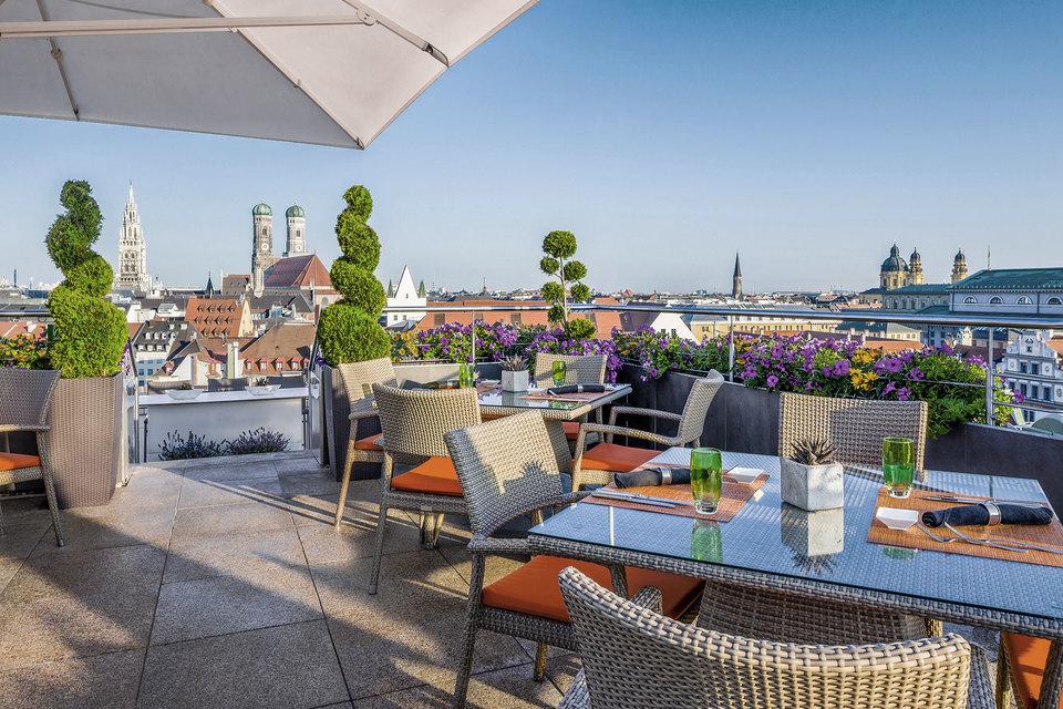 Отель Mandarin Oriental расположен в историческом центре Мюнхена, на территории Старого города