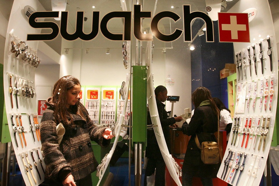 Swatch планирует наладить систему безналичных продаж новой модели Swatch Bellamy