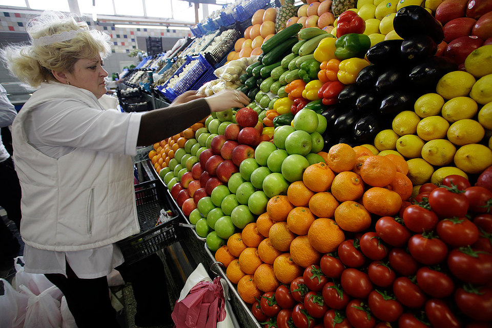 Ритейлеры готовы найти замену фруктам и овощам из Турции, но хотели бы, чтобы им помогло в этом правительство
