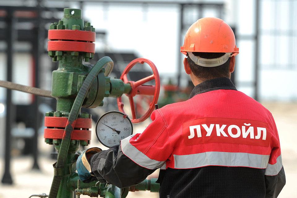 Рекордной суммой на счетах «Лукойл» обязан сокращению инвестиций в добычу нефти