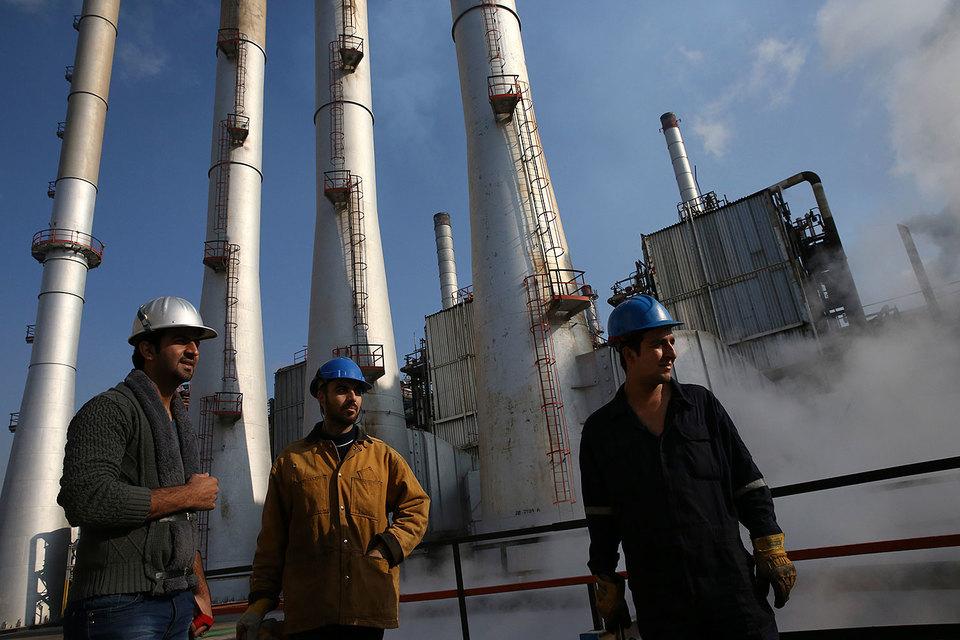 Иран зовет нефтяников