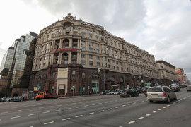 Центр «Галерея» принадлежит фирме «Амероп», созданной бывшим директором череповецкого завода «Аммофос» Валерием Бабкиным для инвестиций в офисную недвижимость Москвы