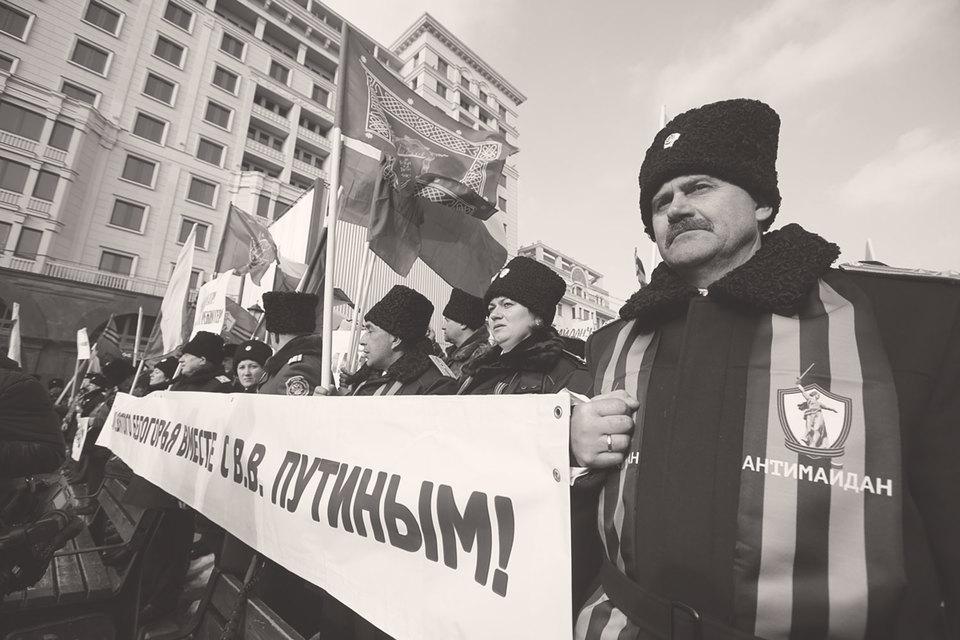 Некритическое и беспрекословное отношение к идеализируемым обладателям власти считается одной из характеристик авторитарной личности