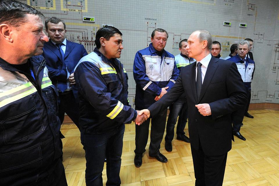 Владимир Путин принял участие в запуске первой очереди энергомоста в Крым