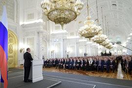 В сегодняшнем послании Владимира Путина политики и эксперты увидели как повторение  очевидных истин, так и факты умолчания по некоторым животрепещущим проблемам