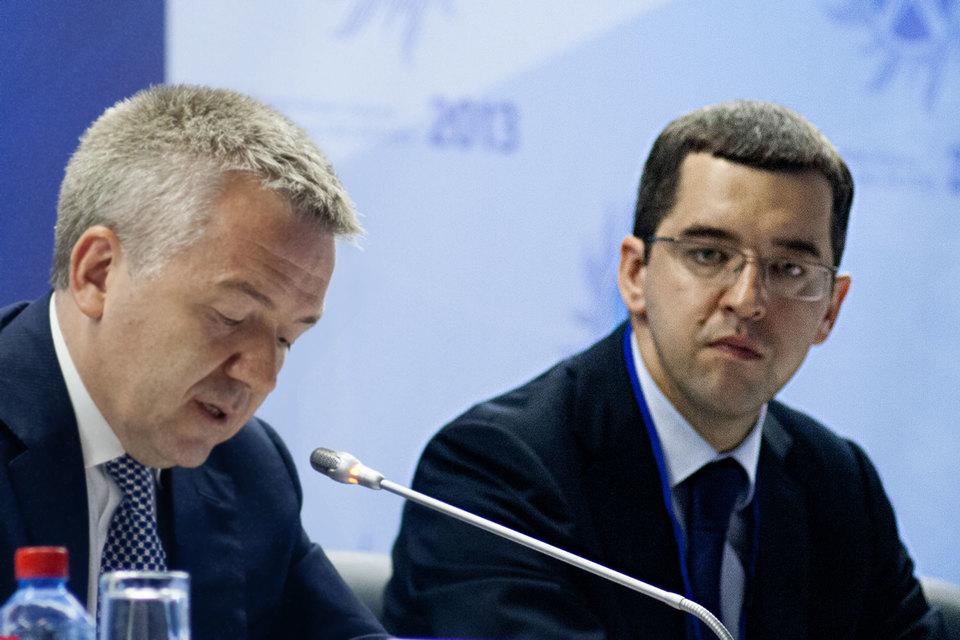 Бывший зампредправления ФСК Андрей Казаченков (справа) назначен первым замгендиректора «Русгидро» Николая Шульгинова