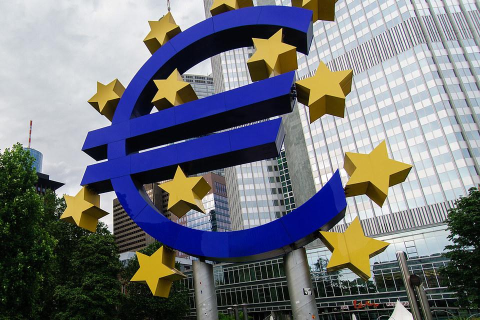 В четверг ЕЦБ снизил ставку по депозитам с минус 0,2% до минус 0,3%, а базовую ставку оставил на уровне 0,05%