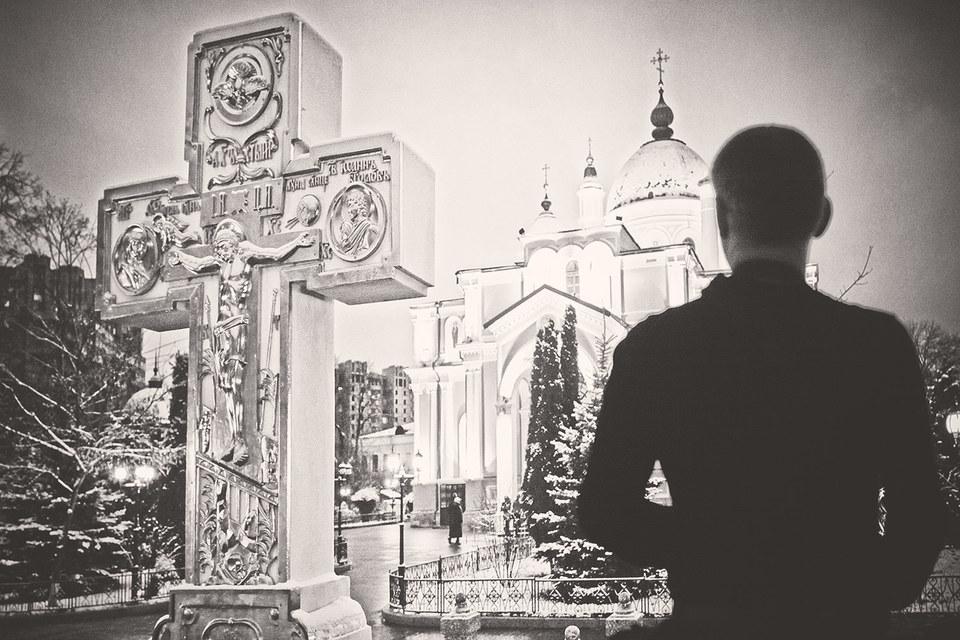 Сама Церковь в своей организационной природе несет отпечаток тех несовершенств, которые характерны для современных ей государства и общества, потому что состоит из тех же людей