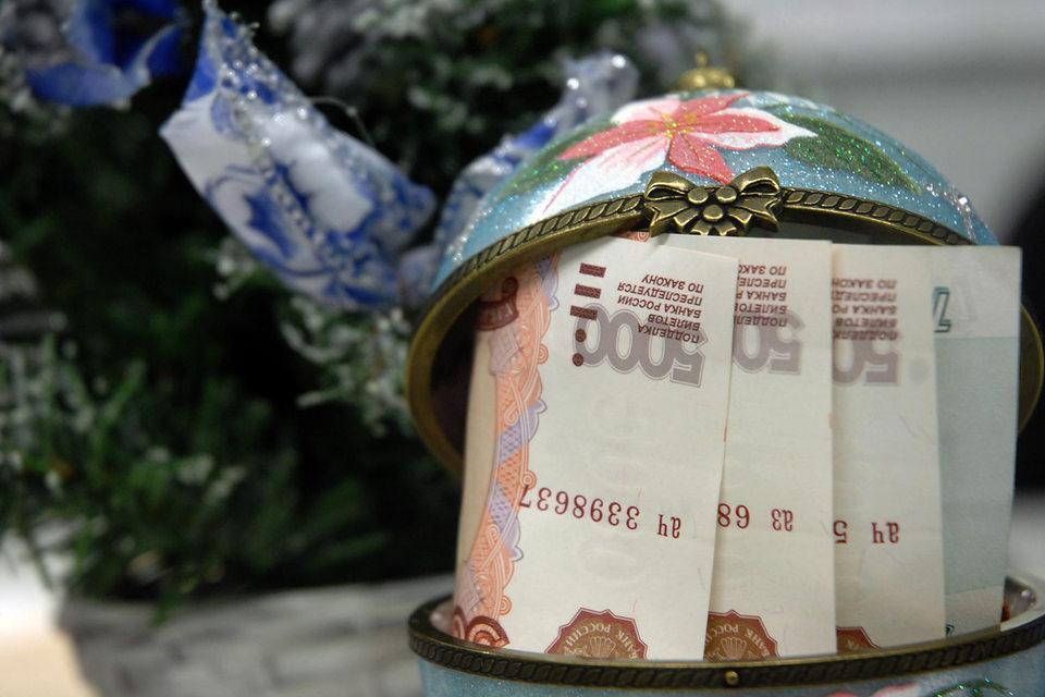Более половины (55%) женщин и 48% мужчин из России лучшим подарком для себя считают денежные средства