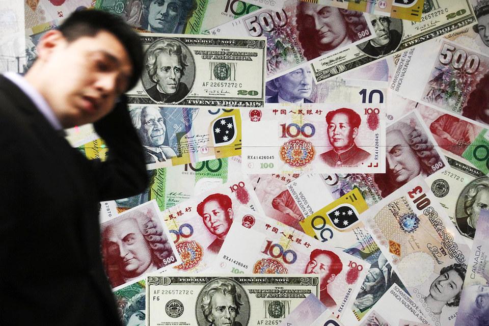 Уменьшение резервов происходит несмотря на то, что в последние месяцы Пекин ужесточил валютный контроль