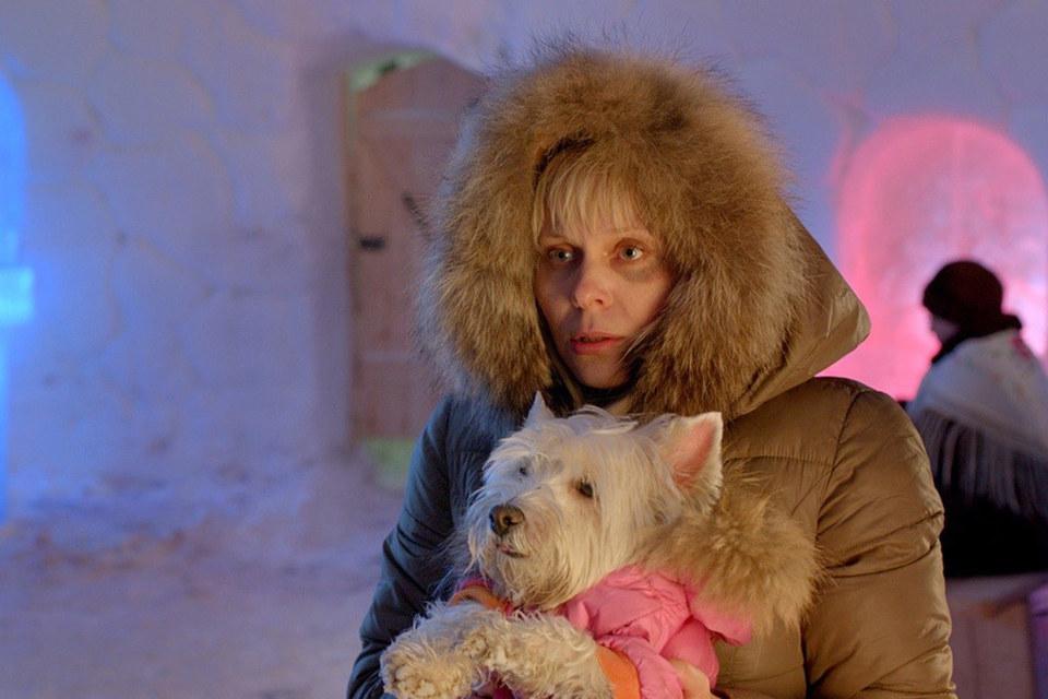 Простушку Ленку с фирменным блеском играет Яна Троянова