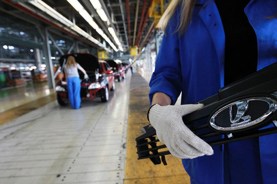 Рабочие «АвтоВАЗа» в 2016 г. будут трудиться меньше, зато не попадут под сокращение