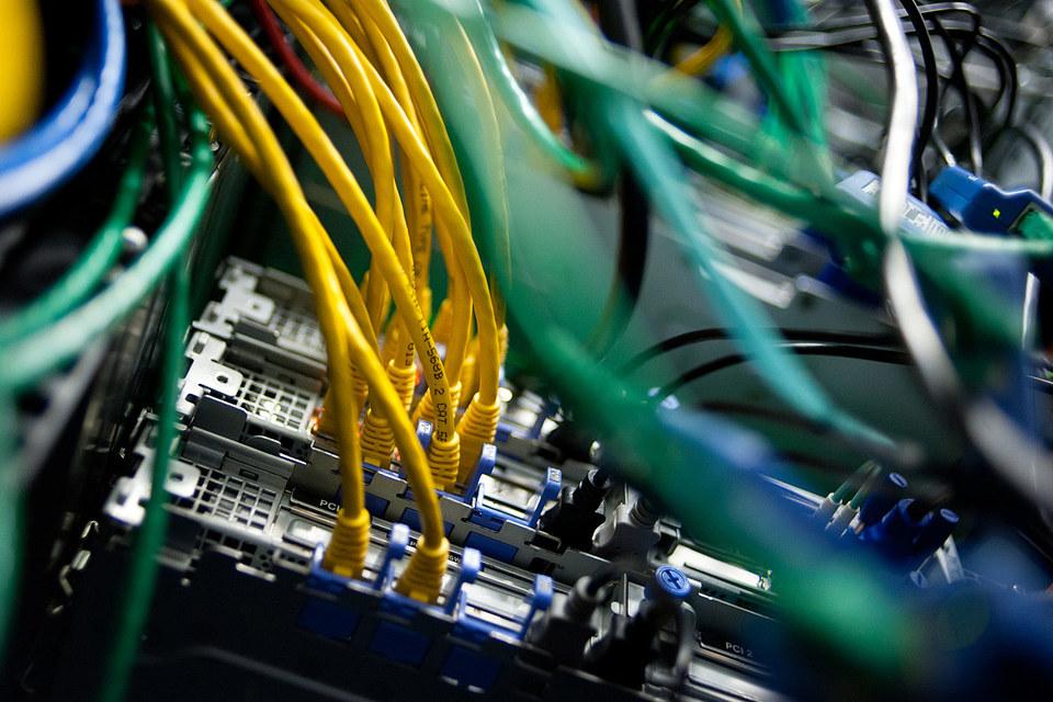 Мировые поставки серверов растут в противовес падению спроса на персональные компьютеры