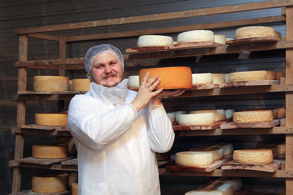 Чтобы построить сыроварню, Олегу Сироте пришлось продать квартиру и два автомобиля