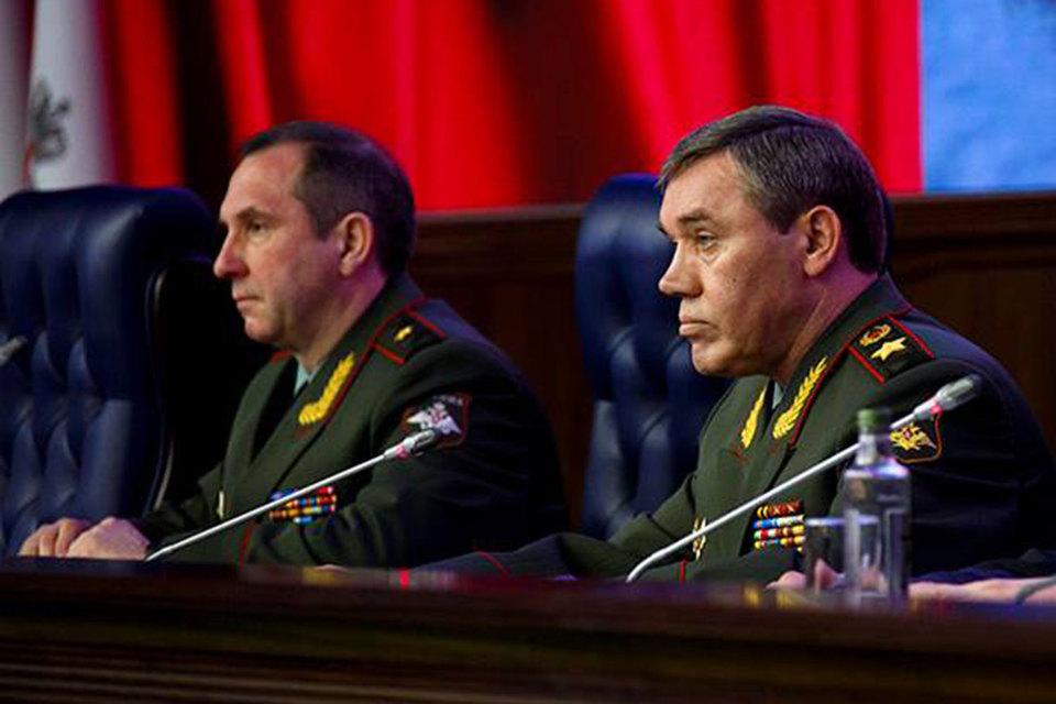 Начальник Генштаба Валерий Герасимов (на фото справа) уточнил, какие сирийские оппозиционные силы помогают российским воздушно-космическим силам наносить удары по террористам в Сирии