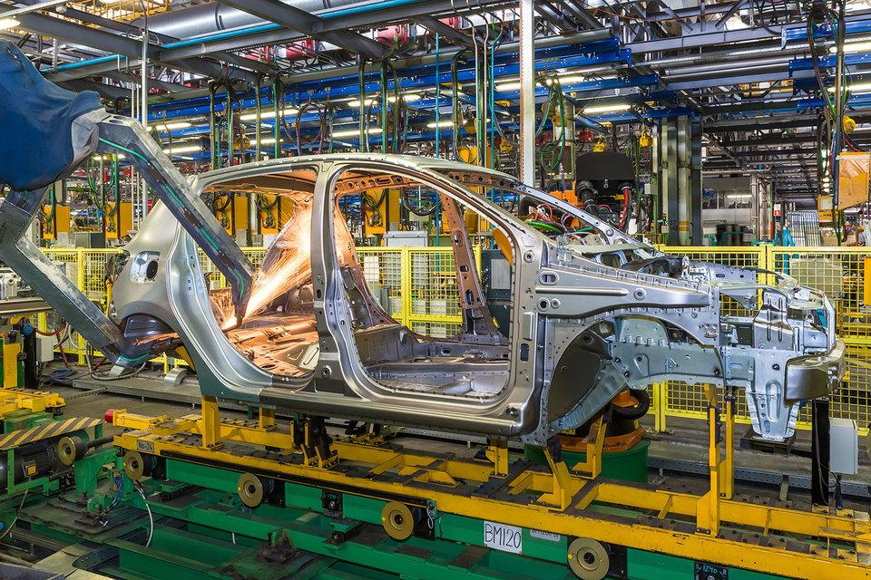 Президент «АвтоВАЗа» Бу Андерссон пообещал, что стоимость новинки компании – Lada Xray не превысит 600000 руб.
