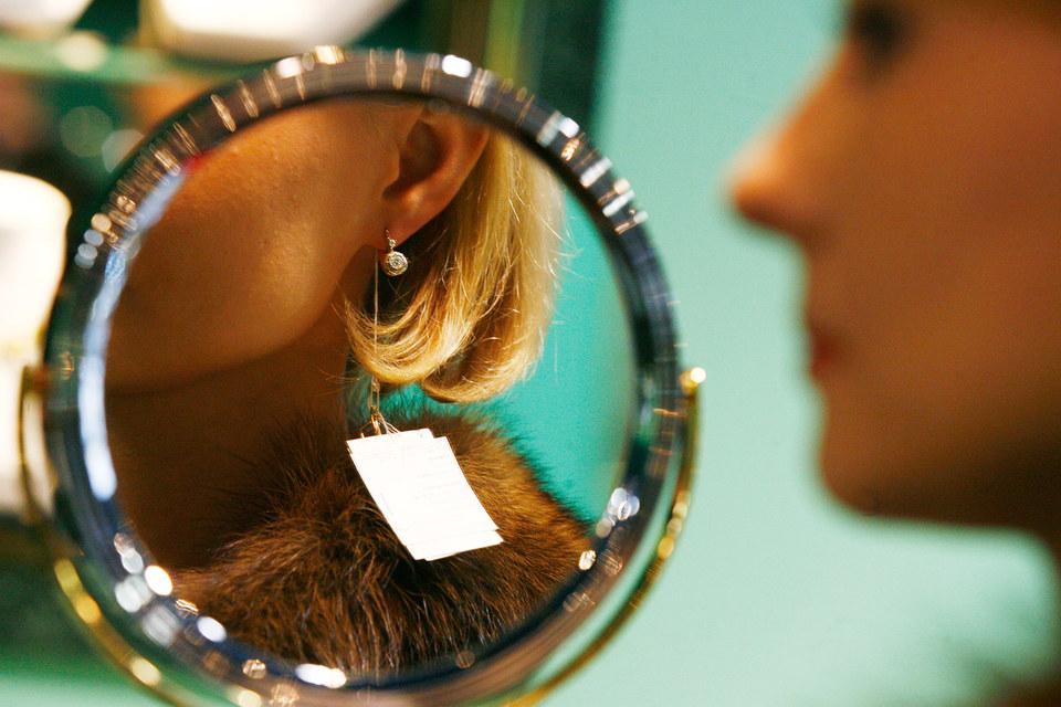 Из-за падения доходов россияне в этом году сократят траты на ювелирные изделия с бриллиантами на 40%