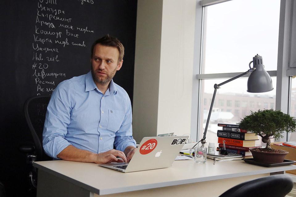 Ответчиками в иске указаны Алексей Навальный (на фото), НКО «Фонд борьбы с коррупцией», юрист фонда Любовь Соболь, Георгий Албуров и Google Inc.
