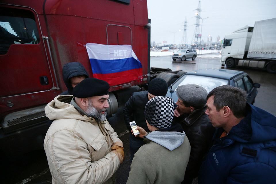 После запуска в середине ноября системы оплаты проезда грузовиков по федеральным трассам «Платон» по стране прокатились акции протеста